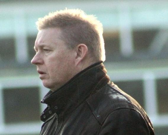 Dennis Kanne blijft als hoofdtrainer